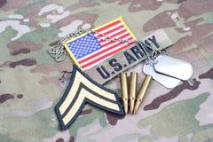 Kroppslig frodig lapp för USA-ARMÉ, flaggalapp, med hundetiketten och 5 56 mmrundor på likformign Royaltyfri Bild