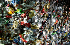 krossade aluminum cans Arkivbilder