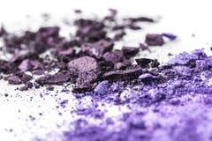 Krossade purpurfärgade kosmetiska ögonskuggor Arkivbild