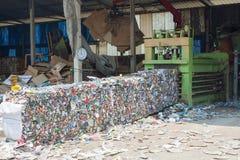 Krossade Tin Cans For Recycling Arkivbilder