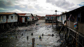 Krottenwijken bij Hanuabada-dorp bij de rand van Haven Moresby, Papoea-Nieuw-Guinea Stock Foto