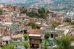 Krottenwijken in de stad van Medellin, Colombia Stock Foto's
