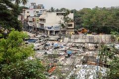 Krottenwijkgebied in Bangalore, India stock foto's