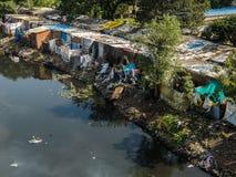Krottenwijkgebied in Chennai, India stock foto's