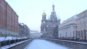 Krovi del na de los balnearios de la iglesia St Petersburg Rusia almacen de video