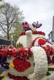 Krowa robić hiacynty przy tradycyjnymi kwiatami paraduje Bloemencorso od Noordwijk Haarlem w holandiach Obrazy Royalty Free