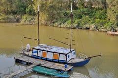 krążownika śmieszna po rzeka Fotografia Royalty Free