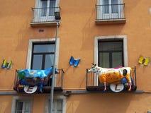 Krowy i motyla rzeźby na Hotelowej fasadzie, Figueres, Hiszpania Obraz Stock