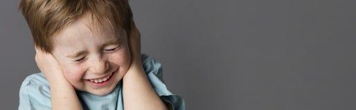 Kruchego dziecka końcowi ucho i oczy przeciw edukaci, popielata panorama Zdjęcie Stock