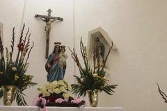 Krucyfiks, maryja dziewica z dzieckiem Jezus i Świątobliwy Judaszowy Tadeo, fotografia royalty free