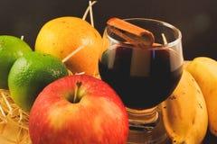 Krug tropische und natürliche Früchte Stockfotos