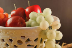 Krug tropische und natürliche Früchte Stockbilder