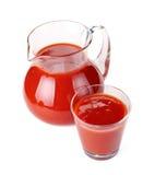 Krug und Glas Tomatesaft stockfotografie
