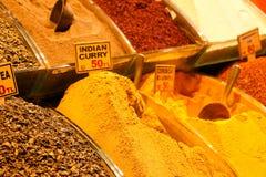 Kruiden bij de show bij de Grote Bazaar in Istanboel, Turkije Stock Fotografie