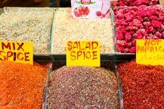 Kruiden bij de show bij de Grote Bazaar in Istanboel, Turkije Royalty-vrije Stock Foto