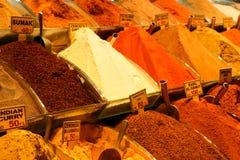 Kruiden bij de show bij de Grote Bazaar in Istanboel, Turkije Royalty-vrije Stock Fotografie