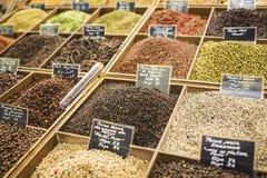 Kruiden bij een markt in Nice, Frankrijk Stock Fotografie