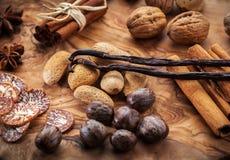 Kruiden en noten voor Kerstmis Stock Foto