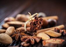 Kruiden en noten voor Kerstmis Stock Afbeelding