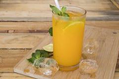 Kruiden gezond oranje de cocktailwater van de dranken koud citroen royalty-vrije stock foto