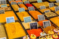 Kruiden op een Franse markt stock afbeelding
