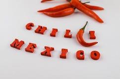 Kruiden voor de keuken, internationale keuken Roodgloeiende Spaanse peperpeper en inschrijving met rode houten Spaanse peper en v Royalty-vrije Stock Fotografie