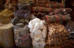 Kruiden in zakken bij winkel Stock Afbeeldingen
