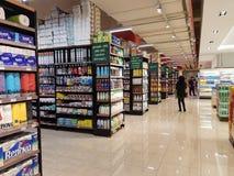 Kruidenierswinkelmateriaal bij de MENSENsupermarkt van DA, Subang USJ, Selangor, Maleisië Royalty-vrije Stock Foto's
