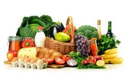 Kruidenierswinkelproducten met inbegrip van groenten, vruchten, zuivelfabriek en dranken royalty-vrije stock fotografie