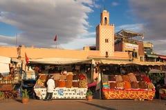 Kruidenverkoper Het vierkant van Djemagr Fna marrakech marokko Stock Afbeelding