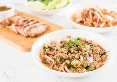 Kruidig hak varkensvlees Larb fijn - Traditioneel Thais Voedsel Royalty-vrije Stock Afbeeldingen