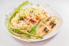Kruidig Thais voedsel met geroosterde vissen Royalty-vrije Stock Foto