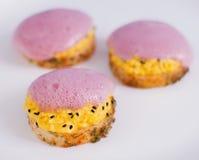 Kruidige crostini het vullen eieren en plantaardig schuim Royalty-vrije Stock Foto