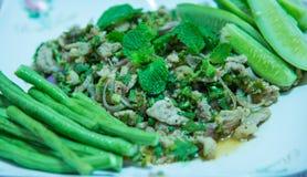 Kruidige fijngehakte varkensvleessalade, fijngehakte varkensvleesbrij met kruidig, Thais voedsel Royalty-vrije Stock Fotografie