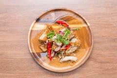 Kruidige gebraden kippensalade Stock Foto's