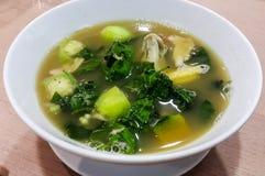 Kruidige groente en garnalensoep Stock Afbeeldingen