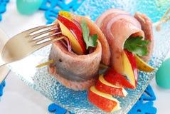 Kruidige haringenbroodjes met appel en augurk voor Pasen Royalty-vrije Stock Foto's