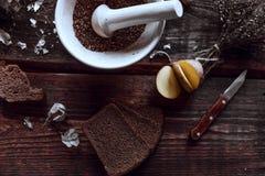 Kruidige keuken op houten bureaus royalty-vrije stock afbeelding