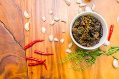 Kruidige kippensalade op lijst Royalty-vrije Stock Afbeelding