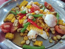 Kruidige maïssalade, Thais voedsel stock fotografie