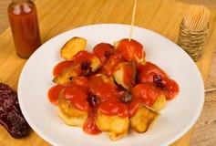 Kruidige patatasbravas Stock Foto