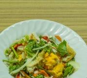 Kruidige salade met eieren Stock Foto