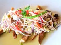 Kruidige salade met geroosterde paddestoelen Royalty-vrije Stock Foto's