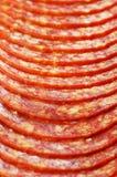 Kruidige salamiplakken royalty-vrije stock afbeelding