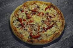 Kruidige Spaanse peperpizza stock foto's