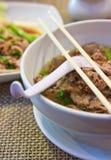 Kruidige Thaise Chinese rundvleesnoedel stock foto's