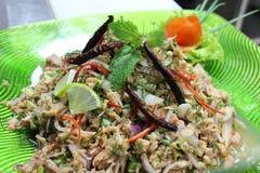 Kruidige tonijnsalade Stock Afbeeldingen