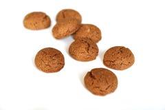 Kruidnoten per Sinterklaas, un biscotto olandese del pan di zenzero di festa su un fondo bianco Immagini Stock Libere da Diritti