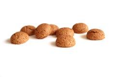 Kruidnoten per Sinterklaas, un biscotto olandese del pan di zenzero di festa su un fondo bianco Immagine Stock