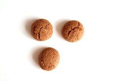Kruidnoten per Sinterklaas, un biscotto olandese del pan di zenzero di festa su un fondo bianco Fotografia Stock Libera da Diritti